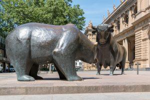 """Frankfurt am Main, Skulptur """"Bulle & Bär"""""""